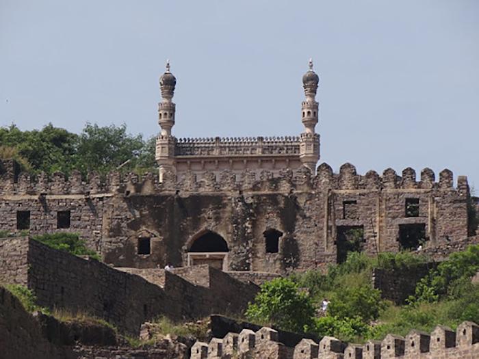 Форт Голконда и его Мечеть. / Фото: commons.wikimedia.org/