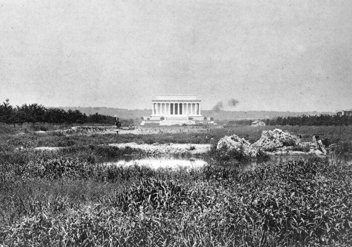 Мемориал Линкольна и окружающие его болота. / Фото: reddit.com/r/AlternateAngles