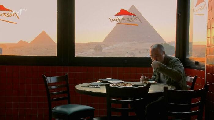 Другой вид на пирамиды. / Фото: reddit.com/r/AlternateAngles