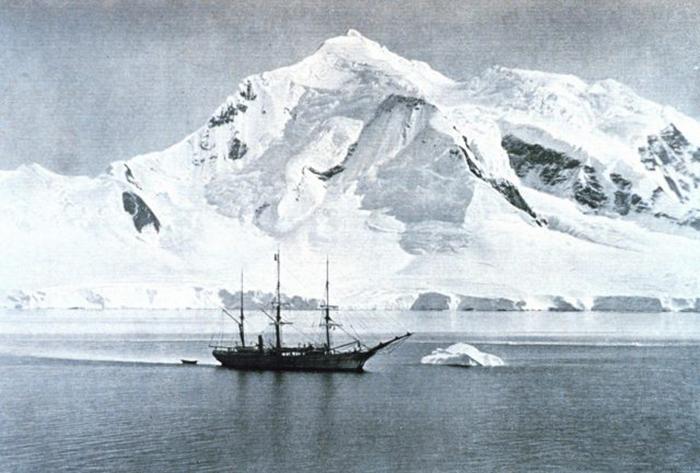 «Бельгика» бросила якорь у горы Уильям. / Фото: Getty Images