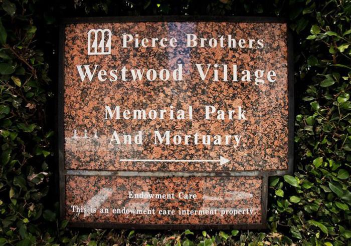 «Пирс Бразерс Вествуд Виллидж» (Pierce Brothers Westwood Village0. / Фото: Тибрина Хобсон / Getty Images