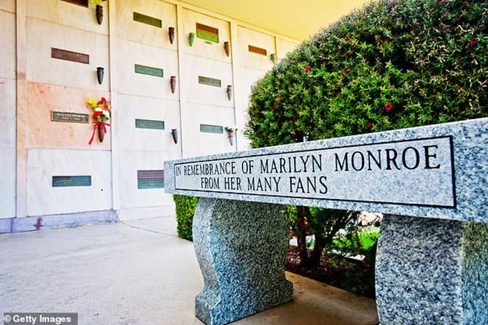 Место рядом с Мэрилин могли продать за 6,4 миллиона долларов. / Фото: hcabarbieri.it