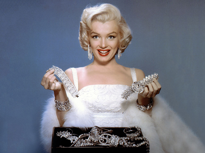 Большая часть украшений Мэрилин Монро были просто качественной бижутерией. / Фото: saglikfit.com