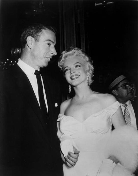 Две звезды: Джо Ди Маджио и Мэрилин Монро. / Фото: Getty Images
