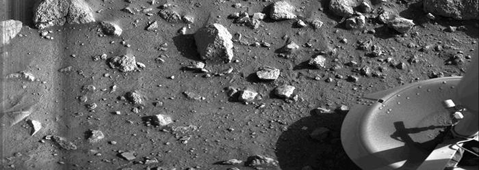 Первая чёткая фотография поверхности Марса, сделанная аппаратом Viking Lander 1. / Фото: amusingplanet.com