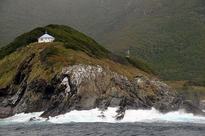 Маяк был построен на непиступных скалах и был призван помогать кораблям избежать крушения. / Фото:histarmar.com.ar