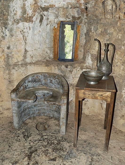 Туалет в средневековом замке. / Фото: wallpaperflare.com