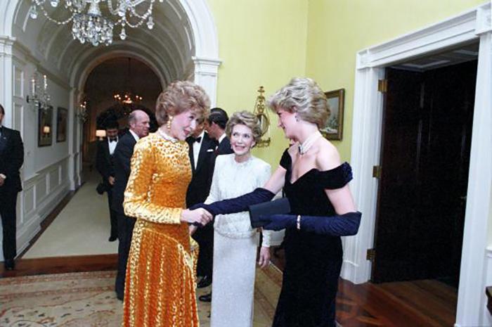 На этом вечере Диана танцевала со многими, но лишь Траволтой была по-настоящему очарована. / Фото: reaganlibrary.gov