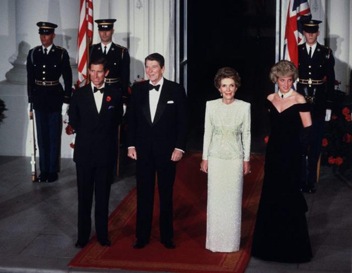 Нэнси Рейган знала о мечте принцессы Дианы и решила ей помочь. / Фото: harpersbazaar.com