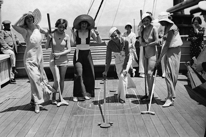Пассажиры наслаждаются приятным времяпровождением на борту. / Фото: pinterest.co.uk