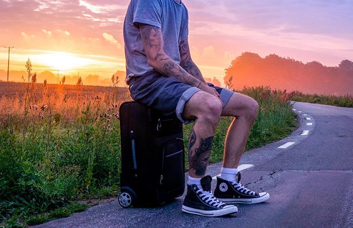 Присесть на собственный чемодан - нарушить весь ход путешествия? / Фото: dailyadvent.com
