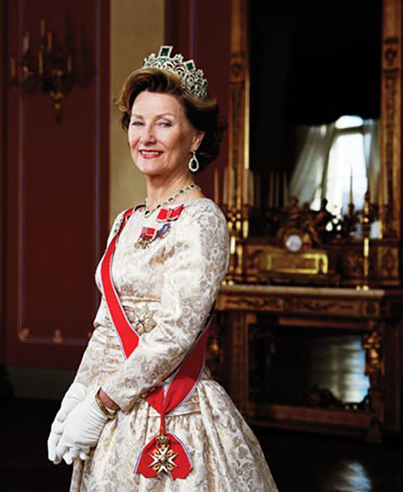 Будущая свекровь, королева Соня, поддержала Метте-Марит, ведь она тоже из простого народа. / Фото: spletnik.ru