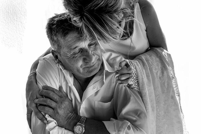 Отец и дочь: пришла пора отпускать. / Фото: Исмаэль Санчес / fotografos-de-boda.net