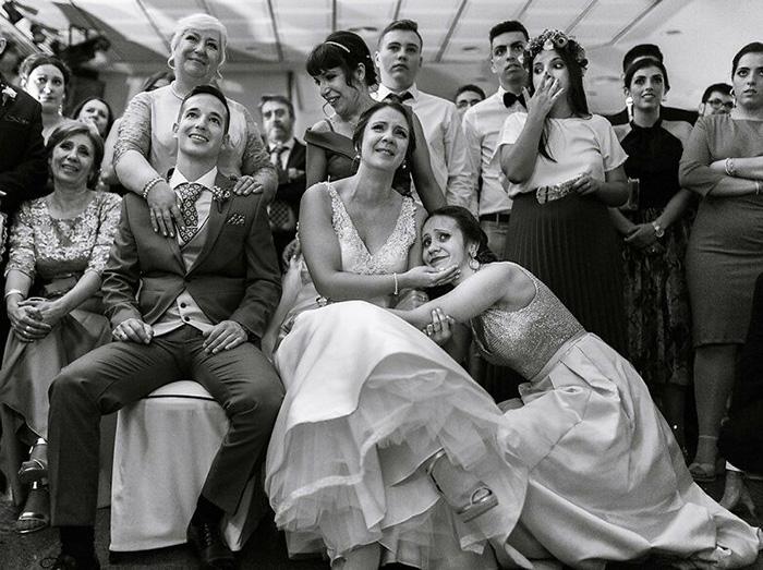 Сладкий свадебный семейный момент. / Фото: Tn Fotografia / fotografos-de-boda.net