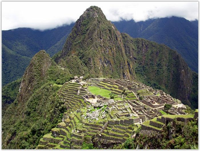 Руины прежде величественных и прекрасных городов - всё, что осталось от великой империи ацтеков.