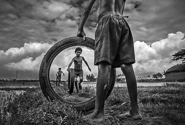 Невинное детство. / Фото: Пранаб Башак/urbanphotoawards.com