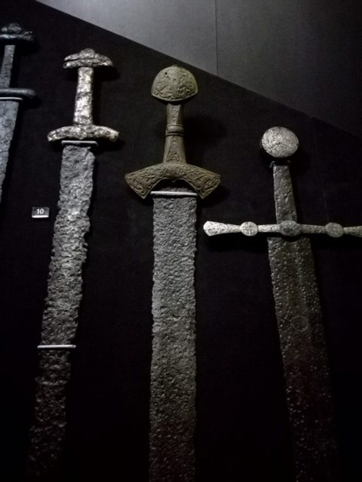 Обнаруженное в могиле оружие. / Фото: Веливьерас / Wikimedia Commons