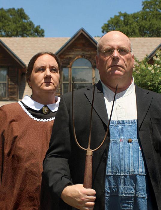После 25 с лишним лет развода эти двое восстановили отношения, переехали в Техас и купили ферму. Сегодня они снова женятся. Это их свадебный портрет. / Фото: reddit.com