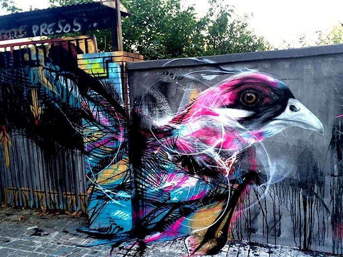 Разноцветные птицы в граффити художника L7m