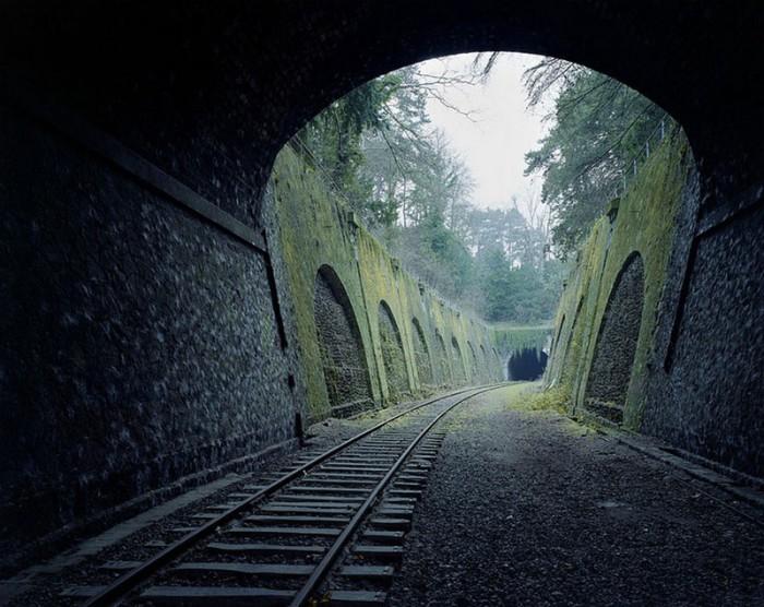 Заброшенная 160-летняя  железная дорога в Париже.