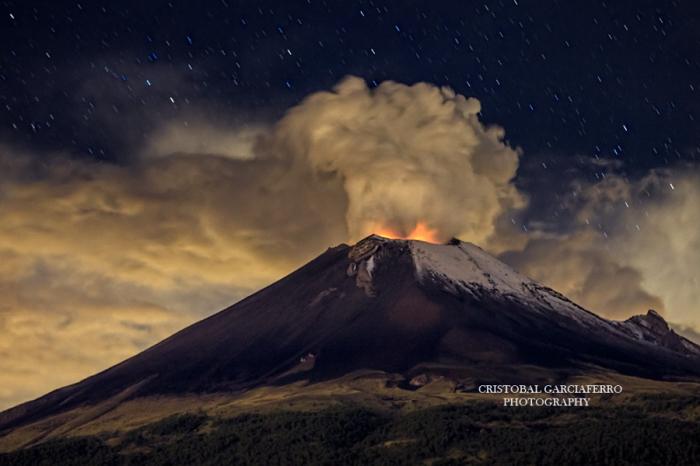 Извержение в полночь. Автор фото: Кристобаль Гарсиаферро Рубио.