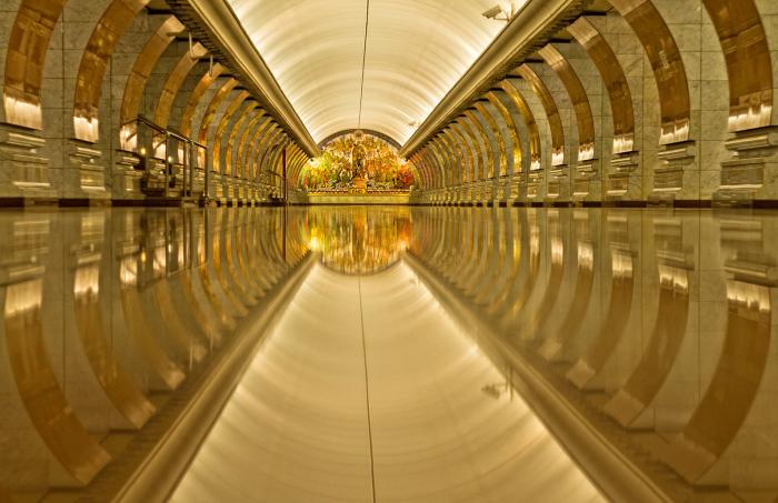 Станция метро - Маяковская.