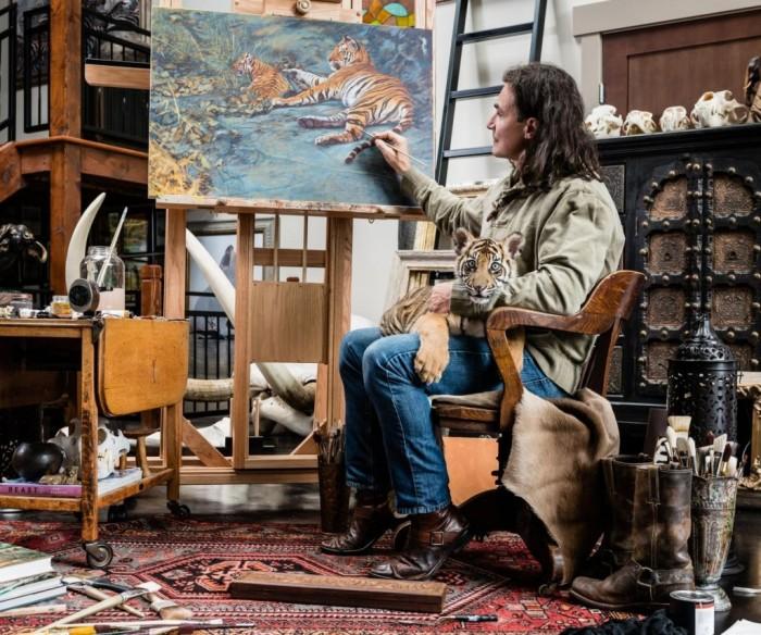 Джон в студии за работой. Автор: John Banovich.