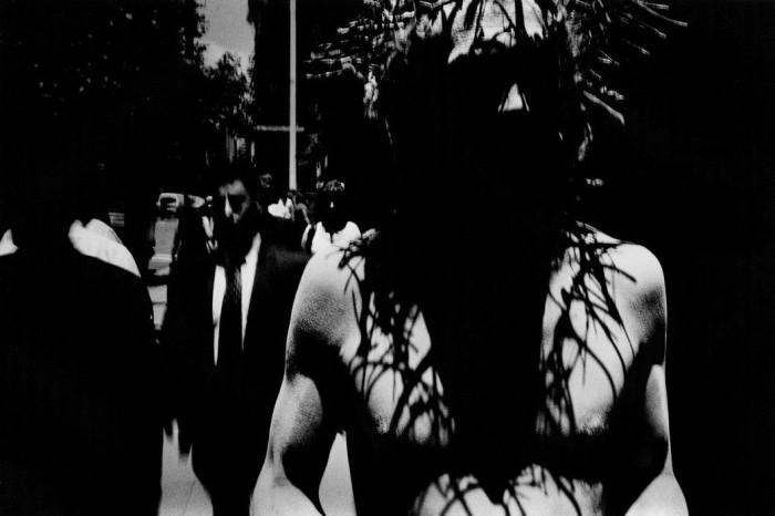 Мужчина в образе Иисуса, Австралия, 1998 год. Автор: Trent Parke.