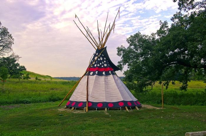 Переносное жилище кочевых индейцев. \ Фото: factinate.com.