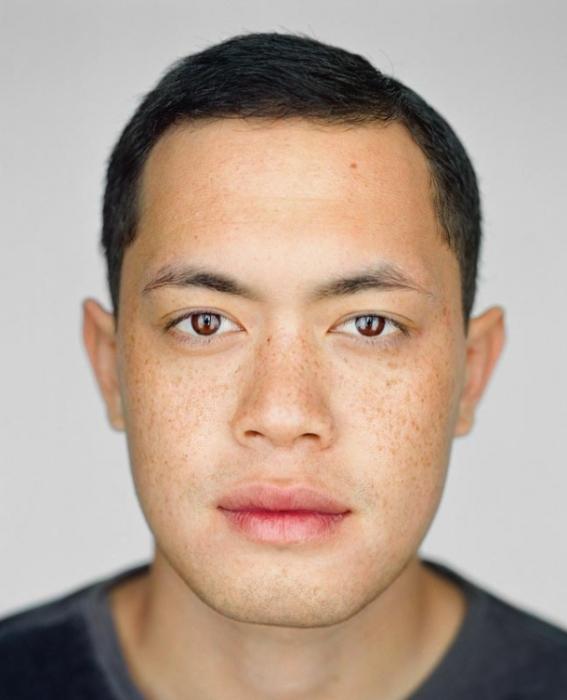 Кэмерон Бенджамин, 22 года. Расово-национальная принадлежность: Белый, гаваец, китаец.