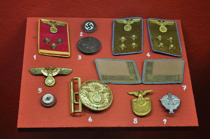 Военная атрибутика. \ Фото: factinate.com.