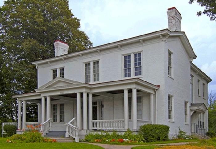 Дом с привидениями. \ Фото: factinate.com.