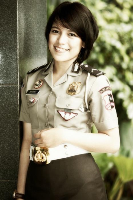 Индонезия. Самые красивые девушки-полицейские из разных стран.