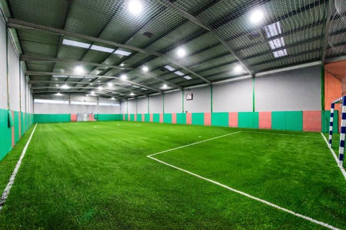 Крытое футбольное поле. \ Фото: beonservice.com.