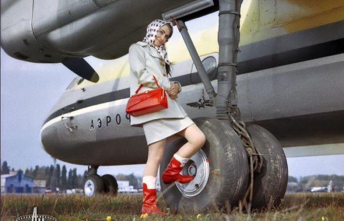 Советский старинный самолёт Антонова Ан-12, 1958-1959 годы.
