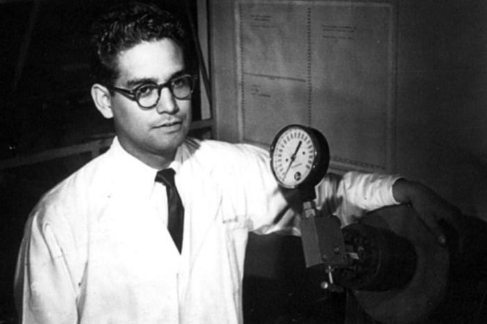 Луис Эрнесто Мирамонтес Карденас - химик, подаривший миру противозачаточные средства. \ Фото: patronatofq.org.mx.