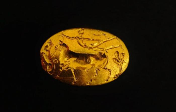 Микенский перстень-печатка под названием Кольцо Тесея из Афинского Акрополя, XV век до нашей эры. \ Фото: google.com.