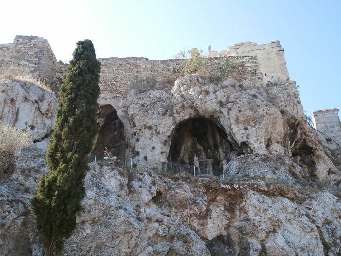 Пещеры Зевса и Аполлона. \ Фото: fi.m.wikipedia.org.