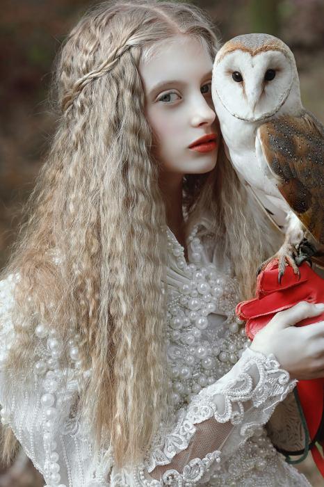 Девушка с птицей. Автор Agnieszka Lorek.