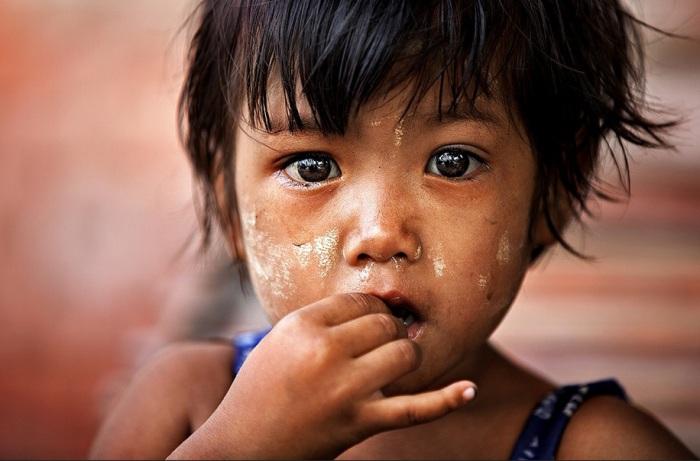 Азиатский ребенок. Фото Alessandro Bergamini.