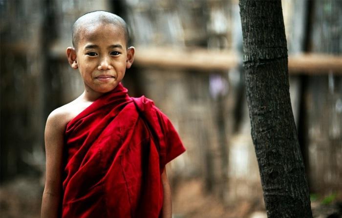 Азиатский мальчик. Фото Alessandro Bergamini.