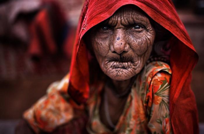 Пожилая женщина. Фото Alessandro Bergamini.