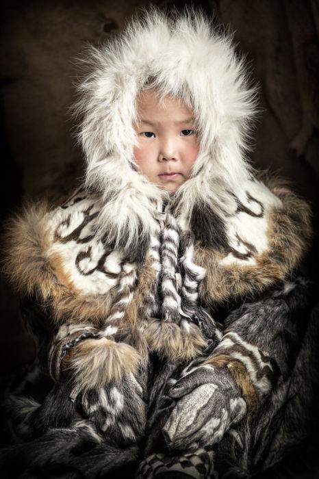Маленькая девочка эвен. Автор: Александр Химушин.
