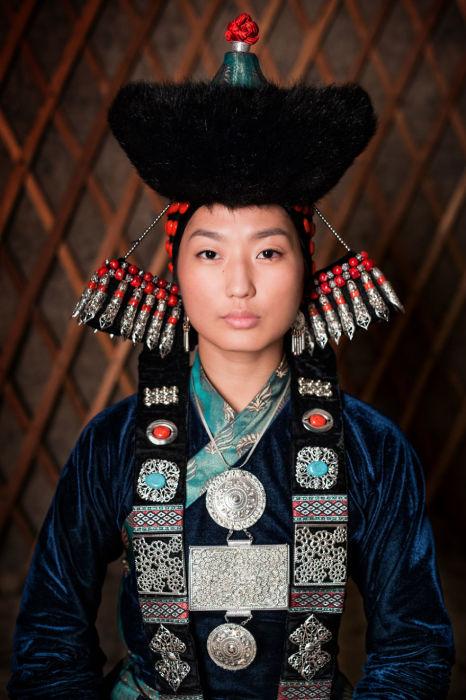 Бурятская молодая женщина. Автор: Александр Химушин.