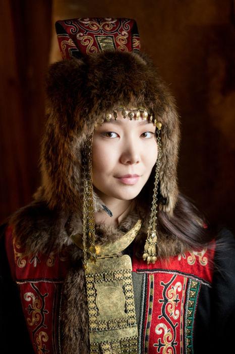 Молодая женщина саха. Автор: Александр Химушин.