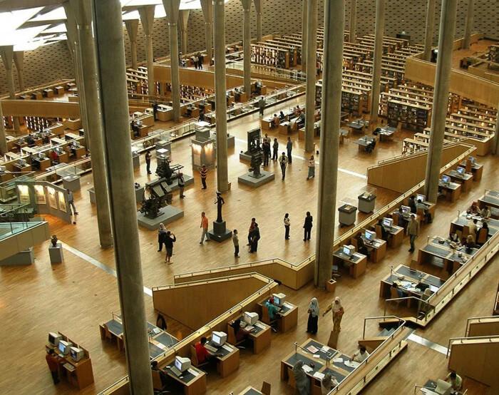 Центр обучения и науки XXI века, читальный зал Александрийской библиотеки, открылся в 2002 году. \ Фото: bibalex.org.