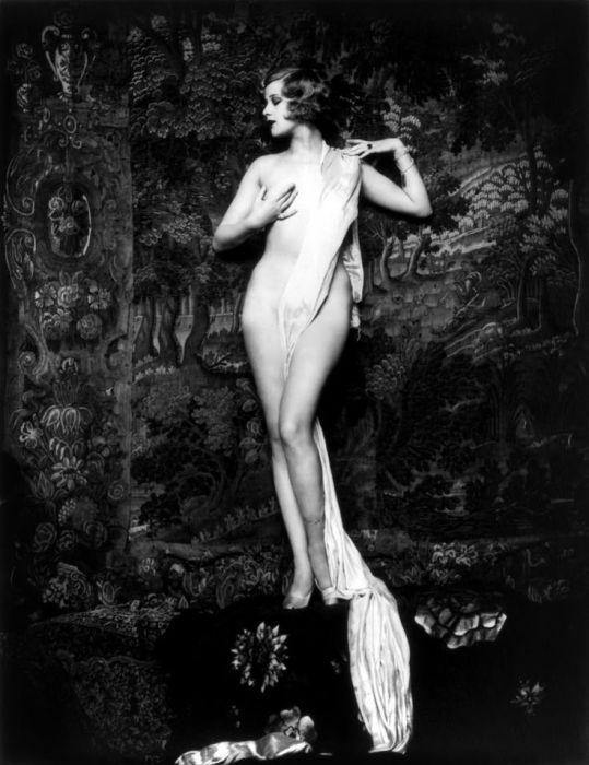 Знаменитые фотопортреты ню в стиле «Ziegfeld Girls». Работы Альфреда Чейни Джонстона (Alfred Cheney Johnston).