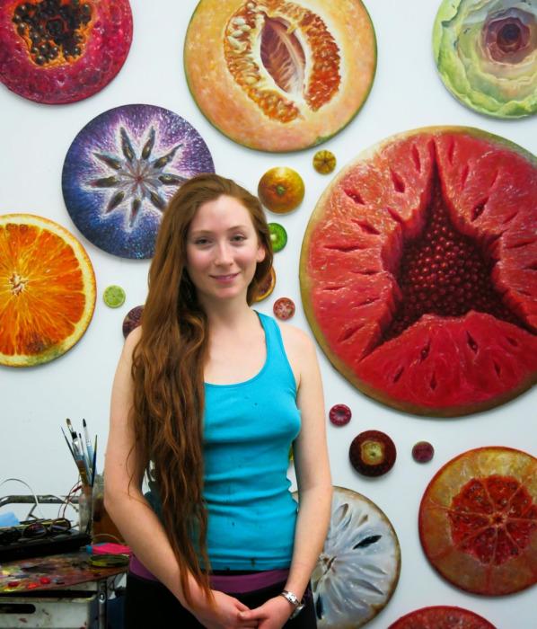 Алонса Гевара и её фруктовые творения.