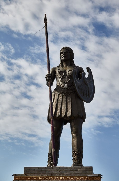 Памятник амазонке. \ Фото: pxfuel.com.