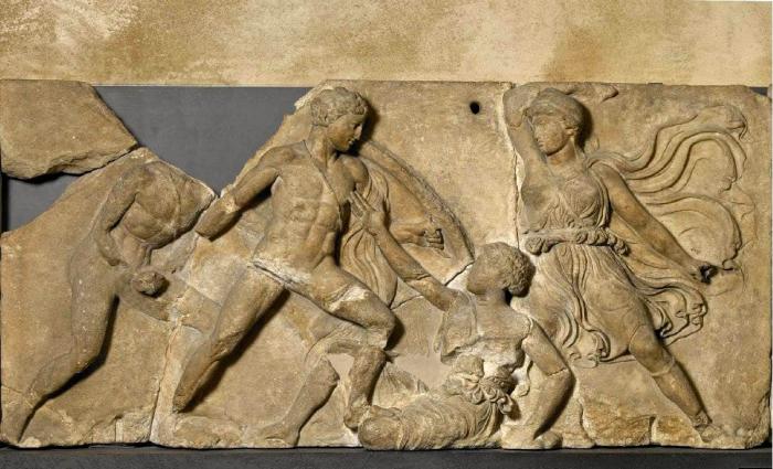 Битва между амазонками и греками, фрагмент из храма Аполлона в Бассах, около 400 года до н. э. \ Фото: google.com.